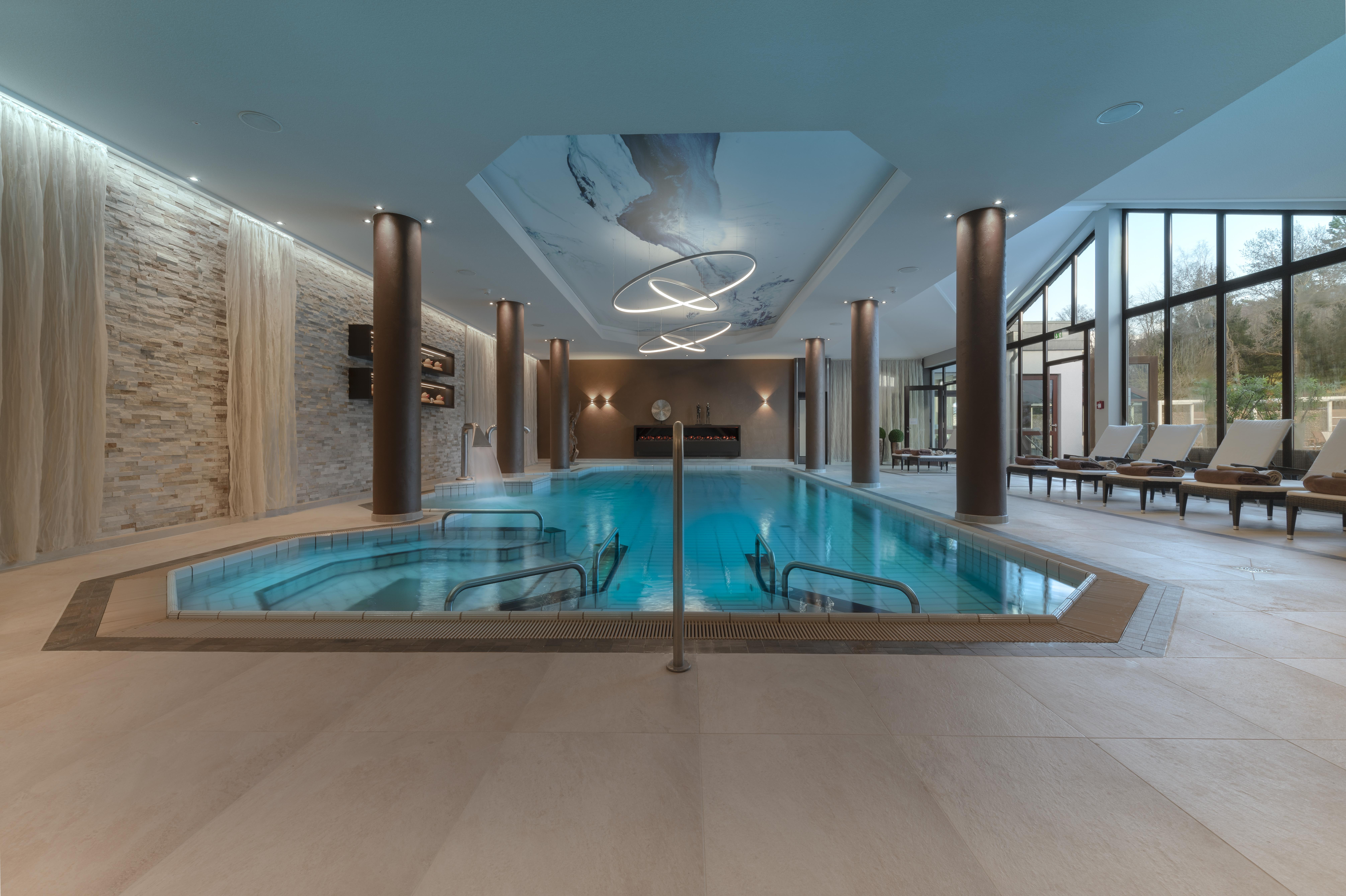 Innen-Pool | Land & Golf Hotel Stromberg